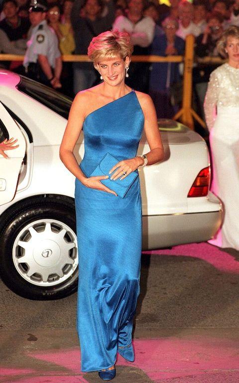 Diana veste Versace num baile de caridade em 1996