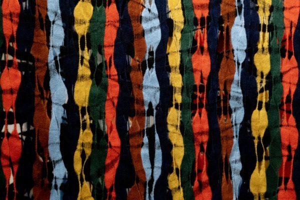 Foto mostra detalhe de tecido de feltro colorido.